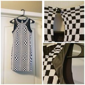 👄Soprano Mini Dress Sleeveless Black/White